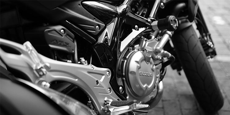 motorcycllists_0000_motorcycle-410165_1920
