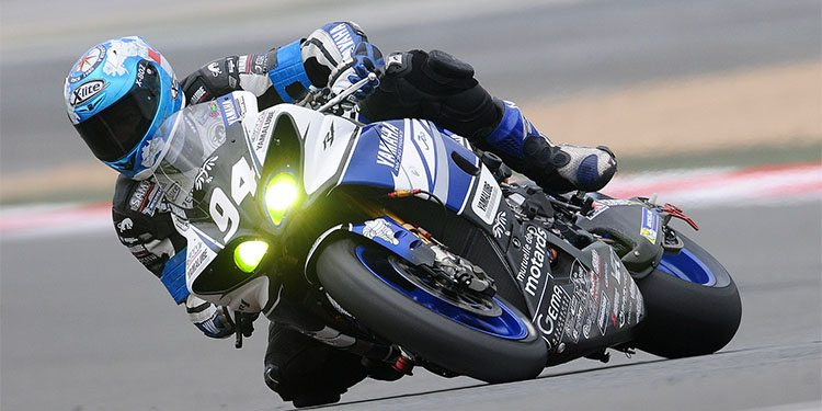 motorcycllists_0001_motorcycle-racer-597913_1920