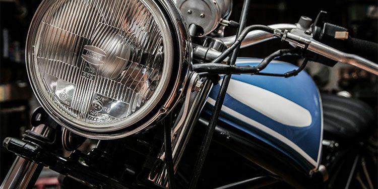 motorcycllists_0003_motorbike-407175_1920