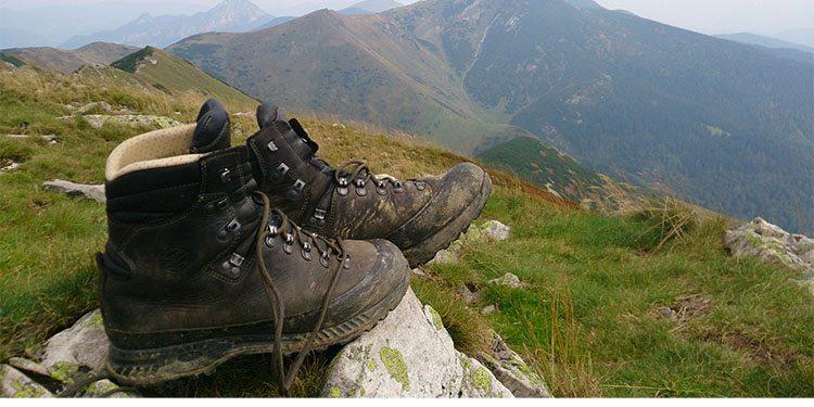 hiking_0001_shoes-1110289_1920.jpg